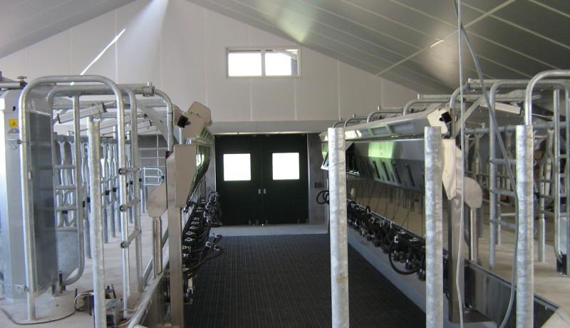 Exel Stallenbouw: Dijsselhof aanpassen melkstal