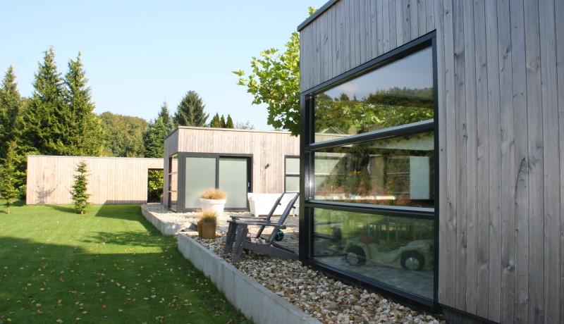 Exel Lemele red cedar aanbouw moderne architectuur luxe peilkozijnen bloemkozijn