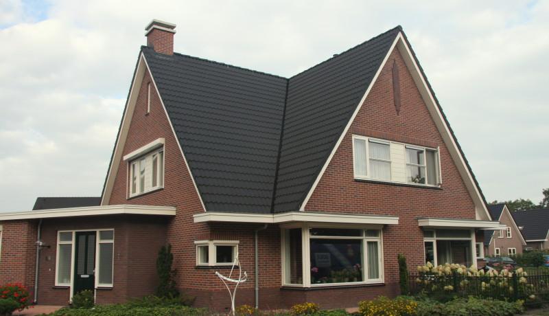 laagbouw woning met top in voorgevel 2/1 kap