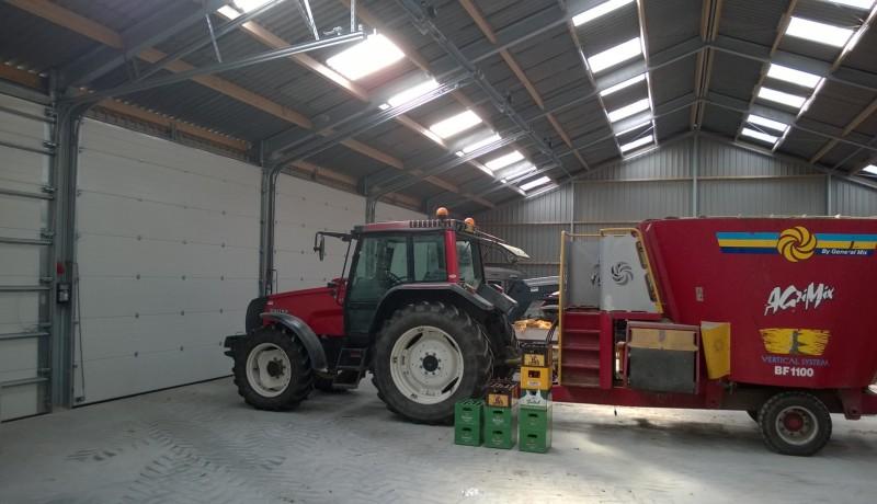 Machineberging rundveestal koeienstal opslag boerderij Overijssel Gelderland Drenthe erf aanpassing bewaarplaats