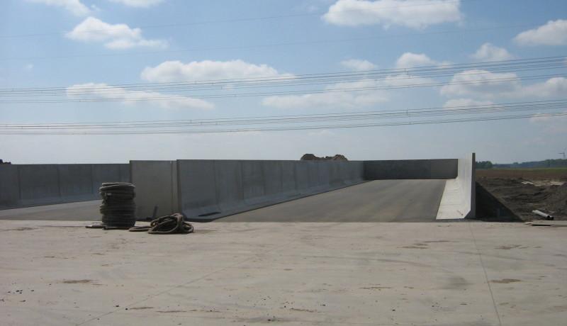 Stallenbouw Exel Lemele: voorbeeld kuilvoerplaten erfverharding betonvloer