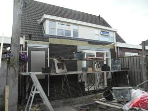 Achterzijde uitbouw in aanbouw halfvrijstaande woning te Lemele