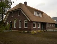 bedrijfswoning architectuur rieten kap van de Veen Ommen agrarisch boerderij wolfseinden metselwerk dakkapel nieuwbouw vrijstaande woning luxe